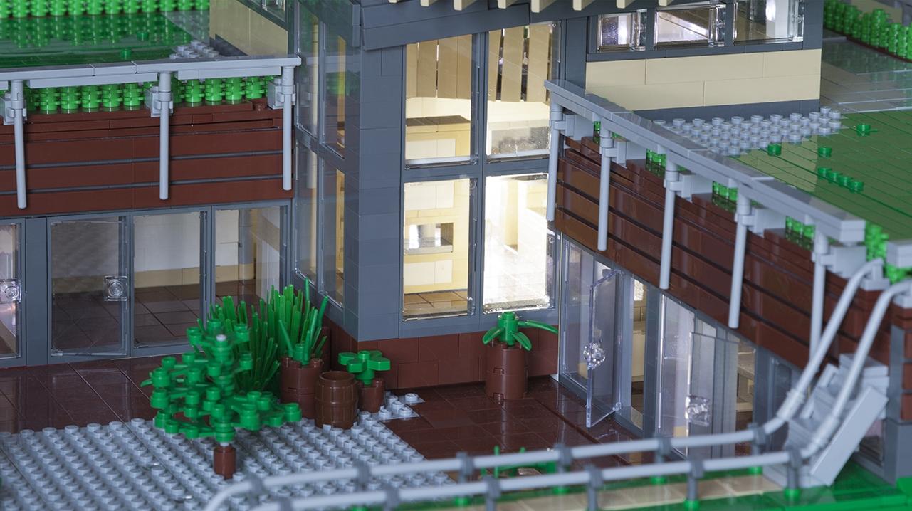 Maggies Centre Lego 9496